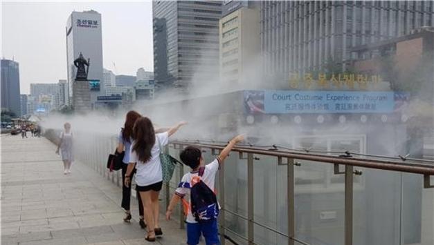 서울시, 한 낮 무더위 속에서도 시원하게 산책할 수 있도록 '쿨링포그' 설치